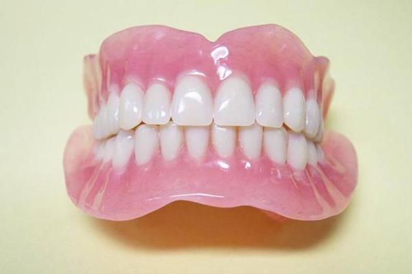 Настоящие нейлоновые зубные протезы