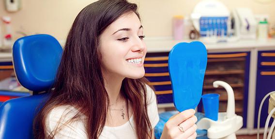 Красивая улыбка с зубными имплантантами